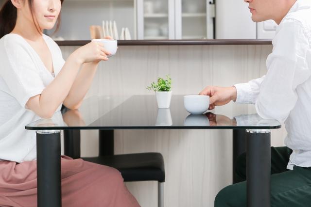 キャンペーンでお得に消臭する夫婦の画像